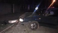 У Борисполі п'яний водій врізався в бетонну електроопору. Фото