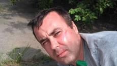 Активісти «Правого сектору» затримали «на гарячому» двох чоловіків, підозрюваних у шахрайстві. Фото