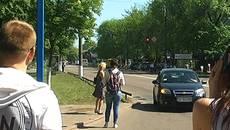 Ризикований автостоп у Борисполі: люди нехтують ПДР, активісти – ведуть боротьбу. Відео