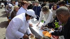 «Фронтові сто грам та каша»: бориспільців пригощали справжнім солдатським обідом