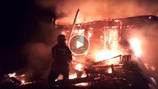 Масштабна пожежа на Бориспільщині: вогонь повністю знищив житловий дерев'яний будинок. Відео