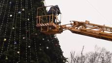 Новорічний вандалізм у Борисполі: пошкоджено головну ялинку міста. Відео