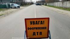 Внаслідок ДТП легковик зніс електроопору на вулиці Момота у Борисполі. Фото