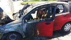 На перехресті у Борисполі загорілось авто – вогонь знищив моторний відсік та салон. Фото