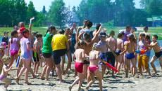 Кольорові обливалки: пожежники Борисполя вилили на дітлахів понад 15 000 літрів води. Відео