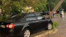 Зіткнулися з електроопорами: горе-водії вчинили дві ДТП у Борисполі. Фото