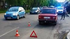У Борисполі велосипедист врізався у легковик. Фото